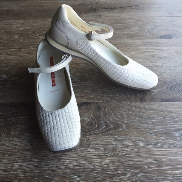 a39ff437db95d Prada Y2k White Quilted Leather Flats Vintage 1990